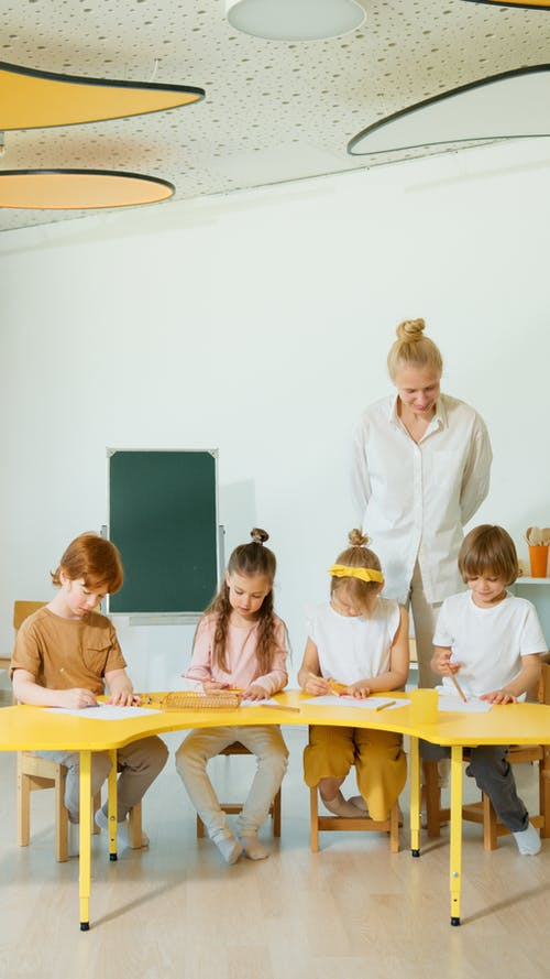 What Factors Must be Considered While Selecting a School For Children?